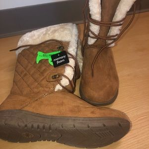 NWT St Johns Bay Winter Boots Size 10W